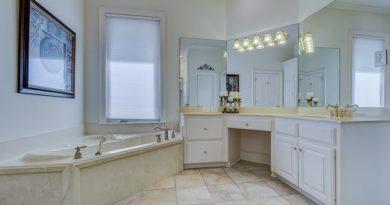 Белая мебель для ванной: что о ней нужно знать