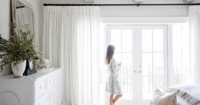 И поправить шторку… Последний штрих